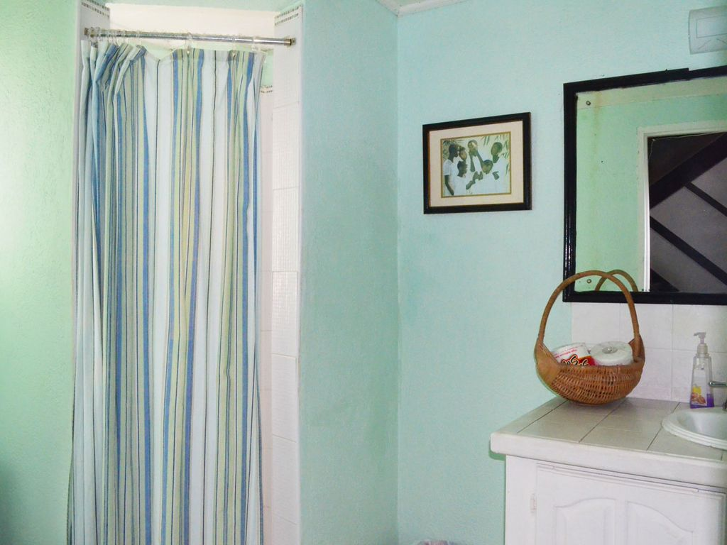 Seashore-downstairs-bathroom