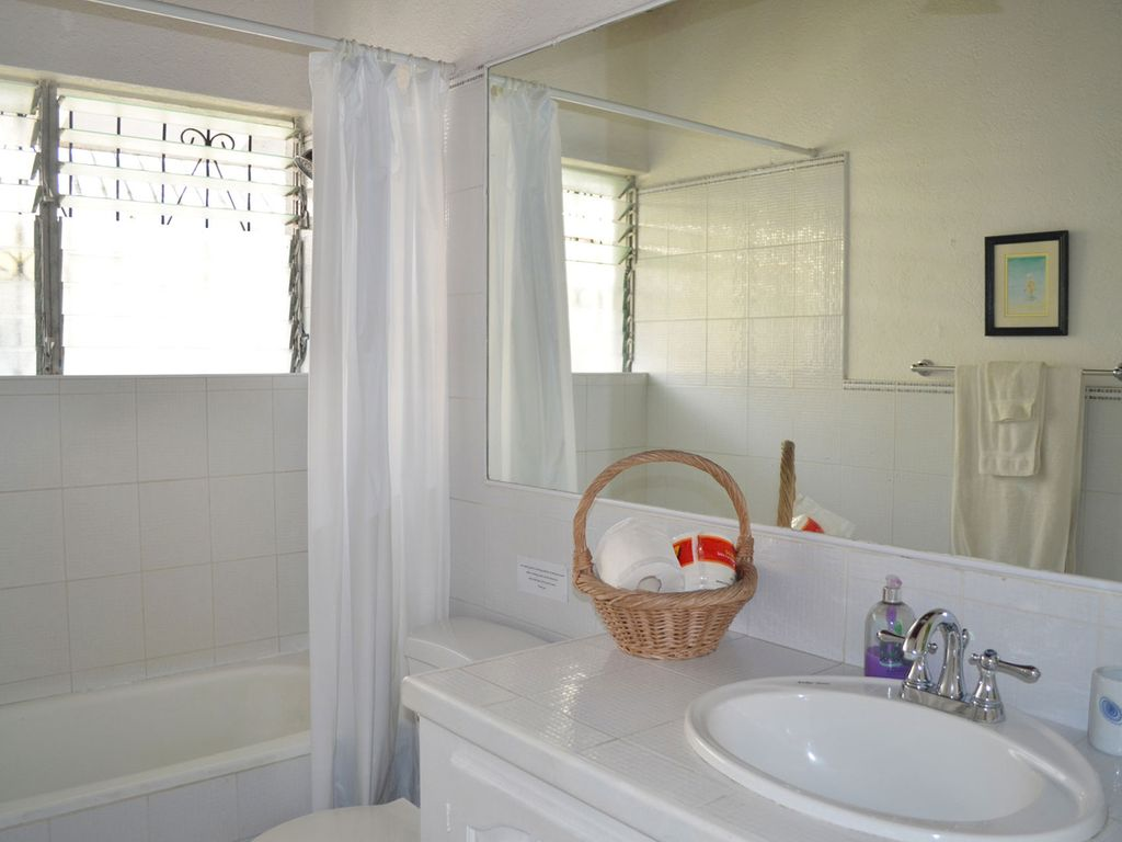 Seashore-upstairs-bathroom