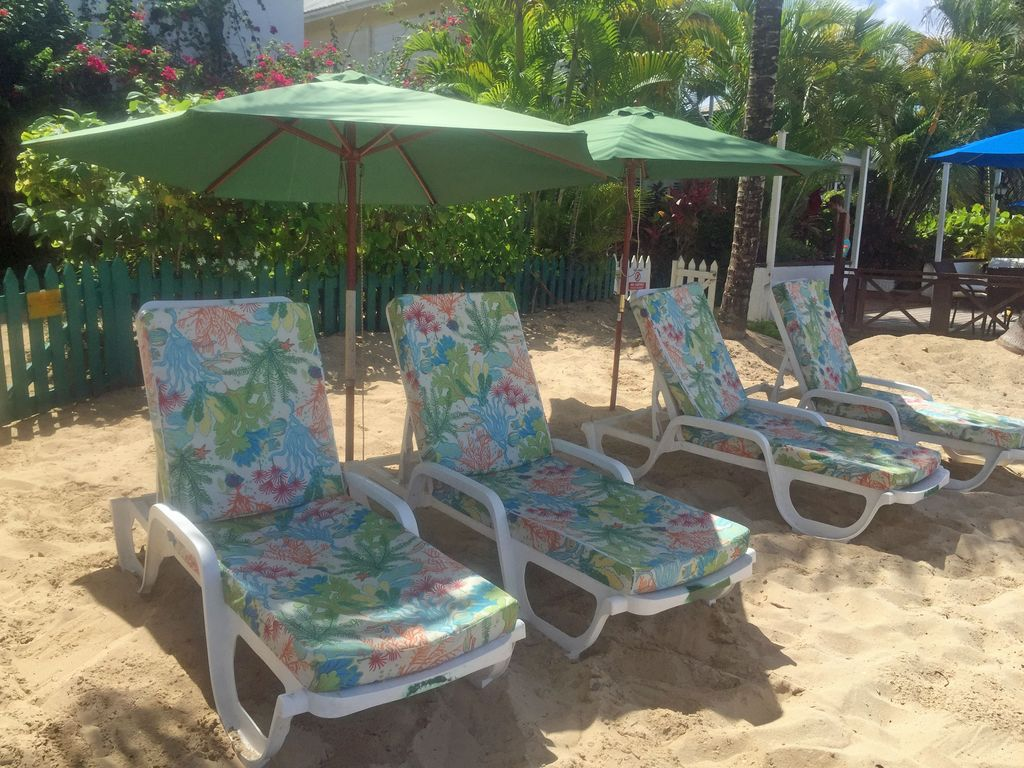 Seashore-private-loungers
